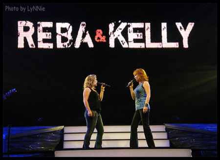 Kelly Clarkson and Reba McEntire performing 'Sweet Dreams' in Reno, Nevada