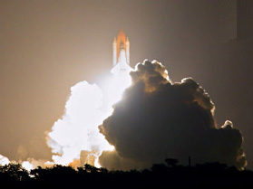Space Shuttle Discovery launching from Kennedy Space Centre... I wish I could have been that close!